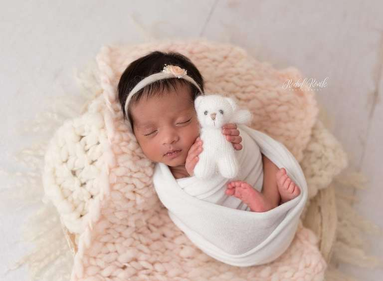 baby girl photographed by Rochel Konik Photography for newborn session