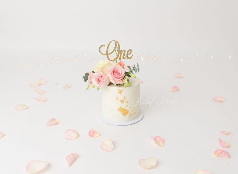 pretty cake smash with cake from Frostings and Co photographed by Rochel Konik Photography